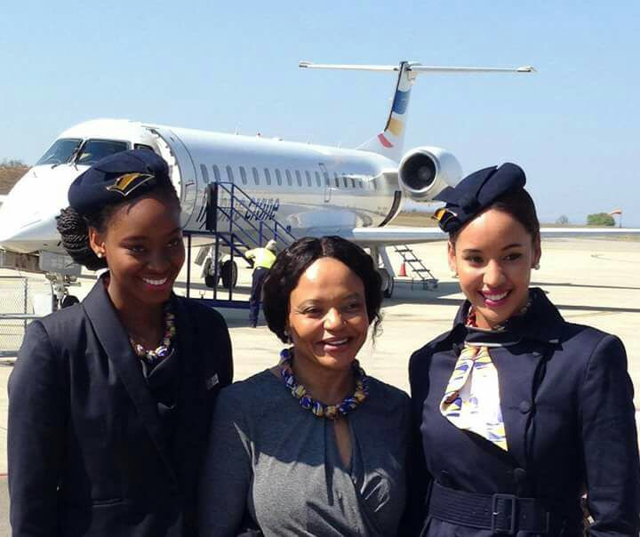 Africa's first female to own an airline Sizakele Mzimela,the CEO of fly Blue Crane and her cabin crew #aviation https://t.co/jPXFZHZ7Jw