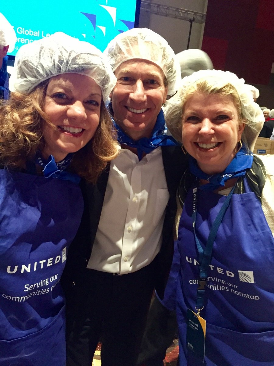 This is the new spirit of United! Packing ~290,000 meals for children and families in El Salvador! #WeAreUnited #StopHungerNow @beingunited
