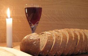 #好きな酒と肴を言ってTLを飲み屋にする  パン ぶどう酒