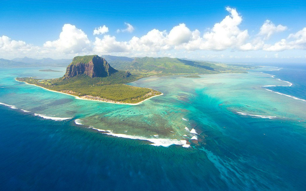A lost continent was just found in the Indian Ocean https://t.co/7X8QSMGdYQ https://t.co/BC96Op9oNZ