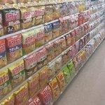 品出しの神がいるコンビニ!きれいに並んだ商品をごらんください。