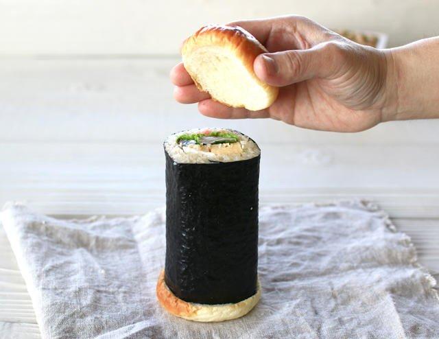 恵方巻きの可能性は無限大  恵方巻きをハンバーガー化した「恵方巻きバーガー」爆誕 上下をバンズで挟ん…