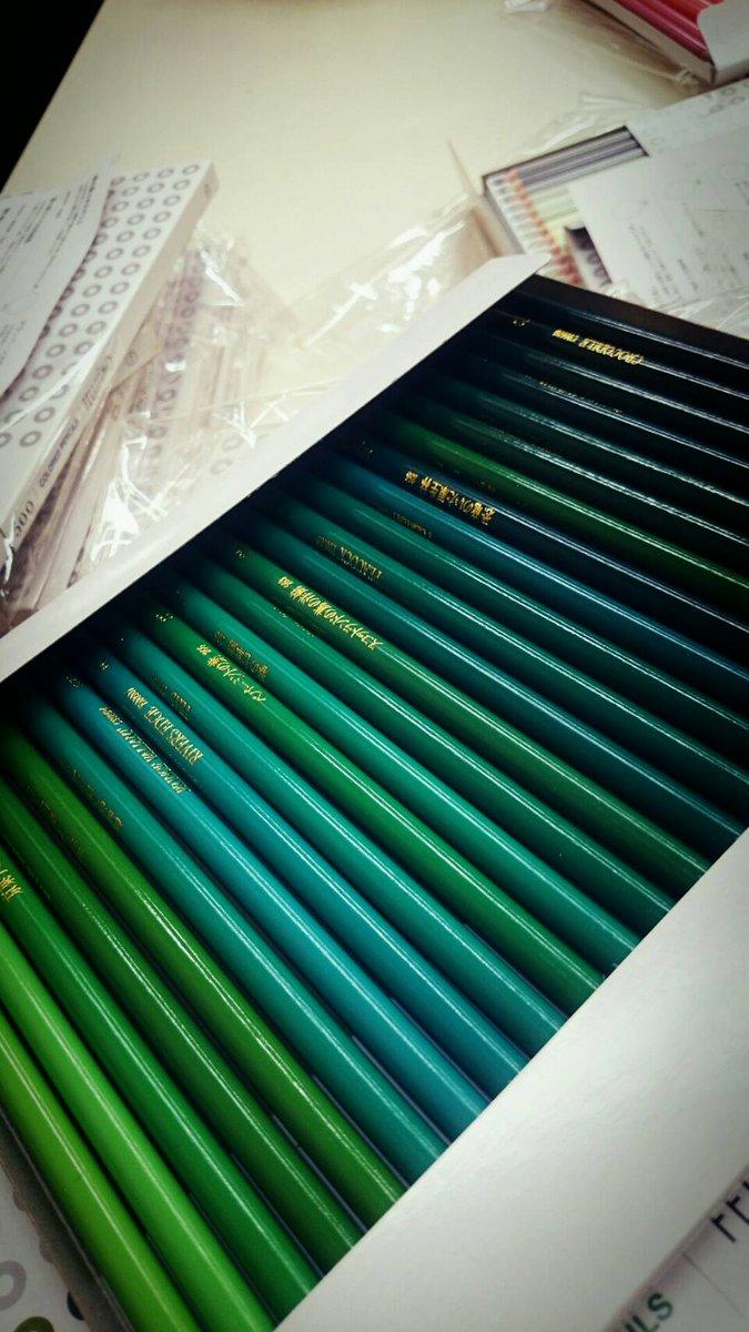 おしゃれイズムでがっちゃんにあげた色鉛筆が、ついにスタジオに届きました (笑) #今日は金曜ロードシ…