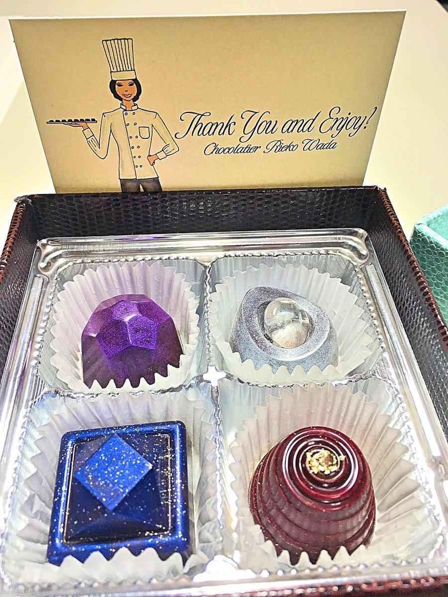 昨日サロンデュショコラで買ったチョコもう届いた〜〜このチョコが超綺麗で一目惚れして買ったんだよ〜❤️…