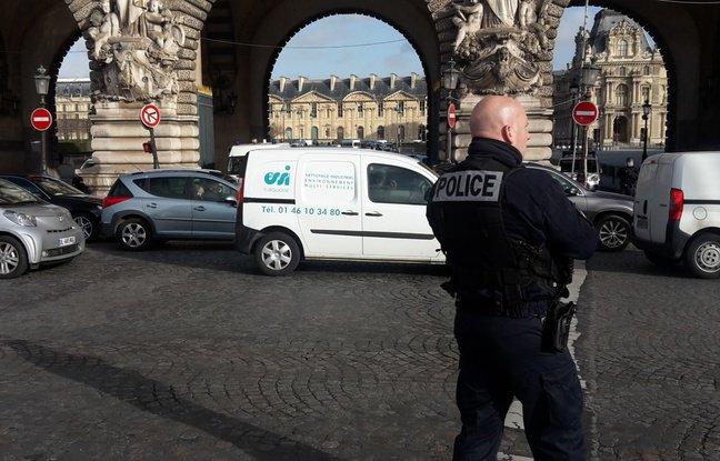 (20minutes.fr):#EN DIRECT: Attaque de militaire au musée du #Louvre: Visiblement «une..  http://www. titrespresse.com/article/174153 81612/en-direct-attaque-louvre-visiblement-bernard-cazeneuve-militaire-caractere-terroriste-annonce  … pic.twitter.com/RNssq6Zf4m
