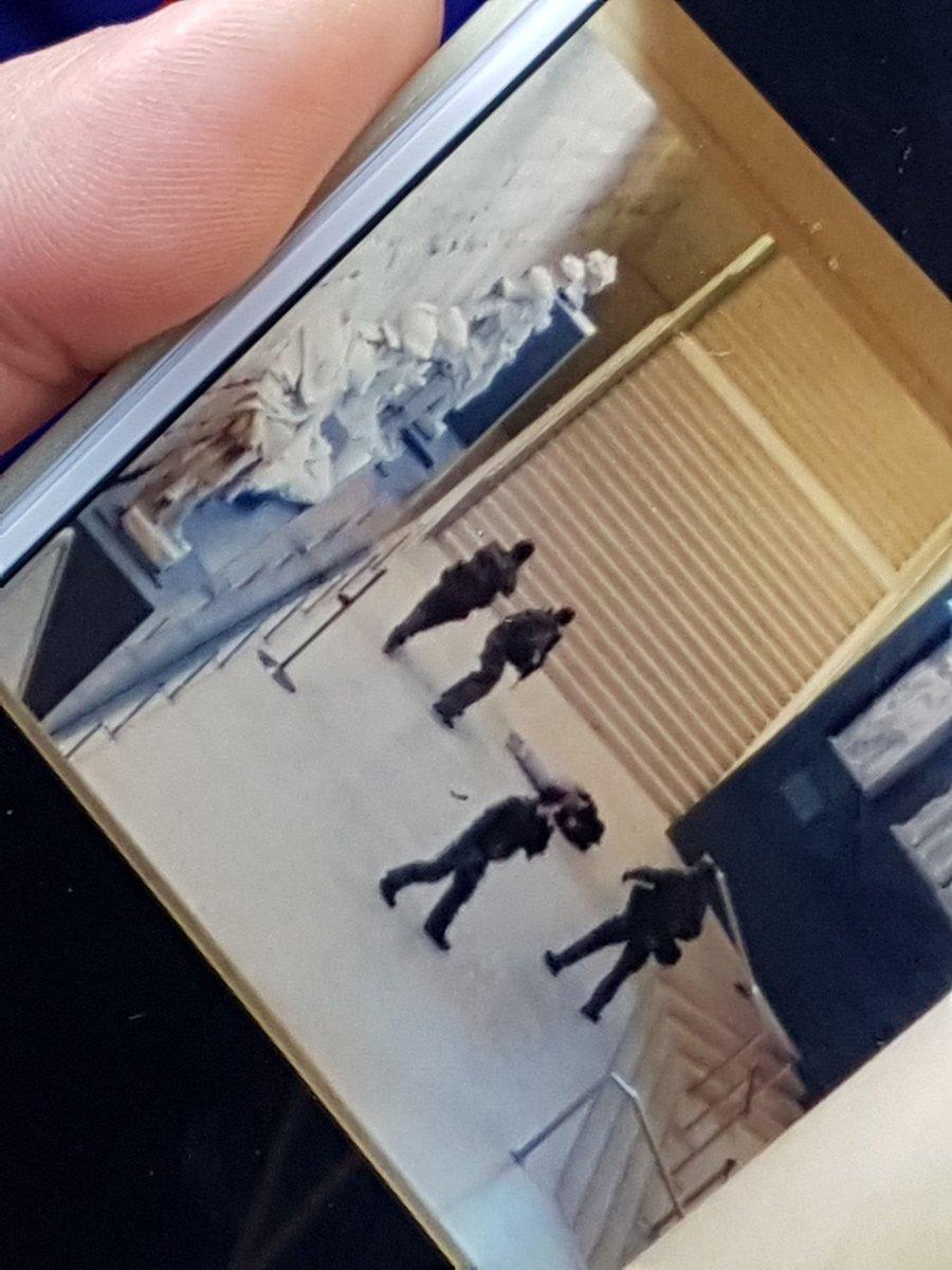 Attaque terroriste au Louvre C3vV25eWMAEU5eO