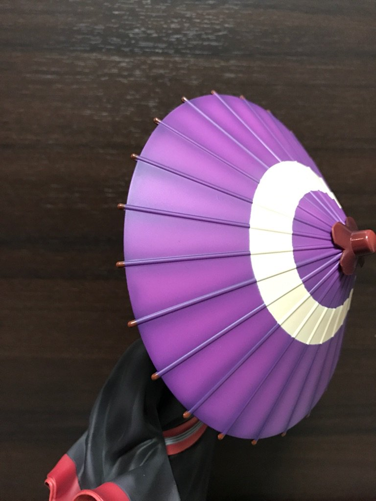 やたら豆を投げつけられるから傘をさすしかありませんね。