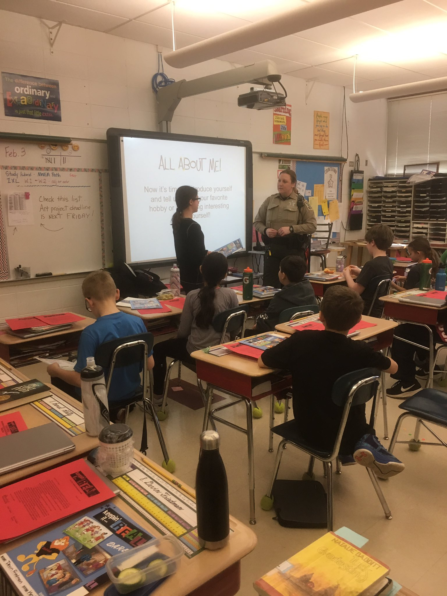 5th grade DARE started today with Officer Hall from the @DeerfieldILPD Drug Awareness Resistance Education #sp109 #engage109 https://t.co/NCzwDSMTxP