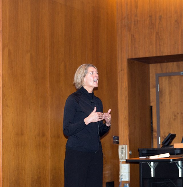 """Thanks to Beth Ford, Group EVP and COO @LandOLakesInc, for sharing """"Stories that Shaped My Career"""" at today's Executive Forum #KrannertForum https://t.co/TCu4MW2JQQ"""