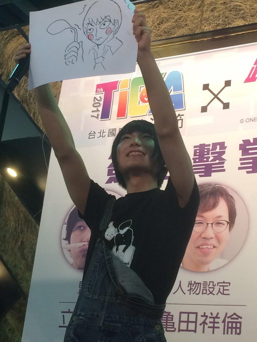 伊藤さんがステージで描いたイラストがこちら! 「スプーンを曲げる守衛エクボ」さすが! #モブサイコ1…