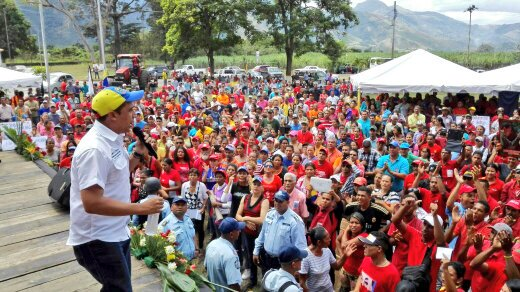 Adelante @EdwinRojasM mi comandante CHAVEZ en donde este, está orgullo...