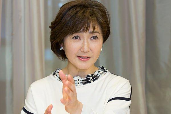 白い服の生稲晃子