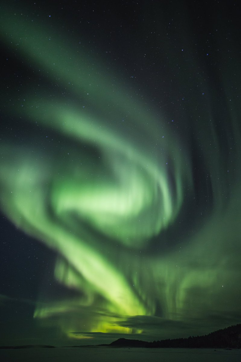 A sky full of aurora just now in Lapland #stormhour #ourlapland #ourfinland #auroraborealis <br>http://pic.twitter.com/IODdOfWnfX