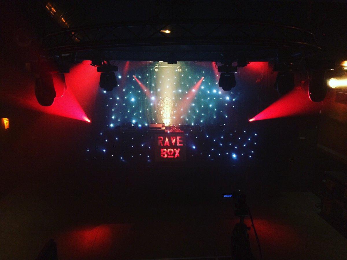 La tête dans les étoiles ce soir pour la soirée #RaveBox ! #leferrailleur #live #party #electro #techno<br>http://pic.twitter.com/flTtwIi23K