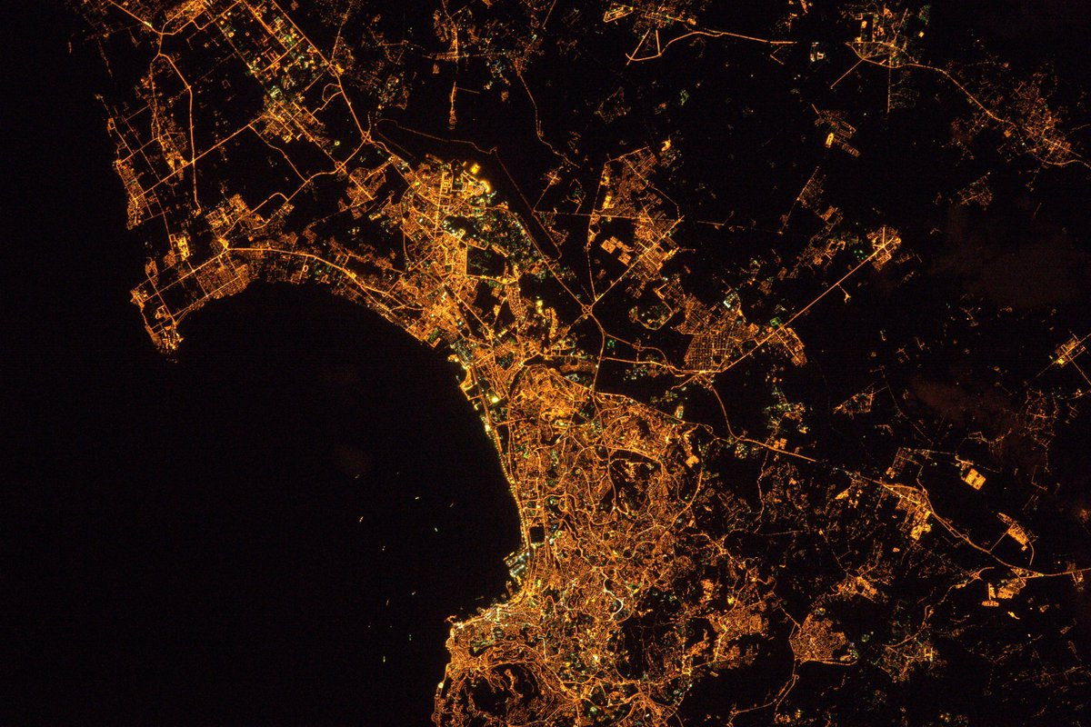 Algiers at night looks as if it is trying to swallow the Mediterranean Sea #CitiesFromSpace https://t.co/N4hycq6g3w #Algeria