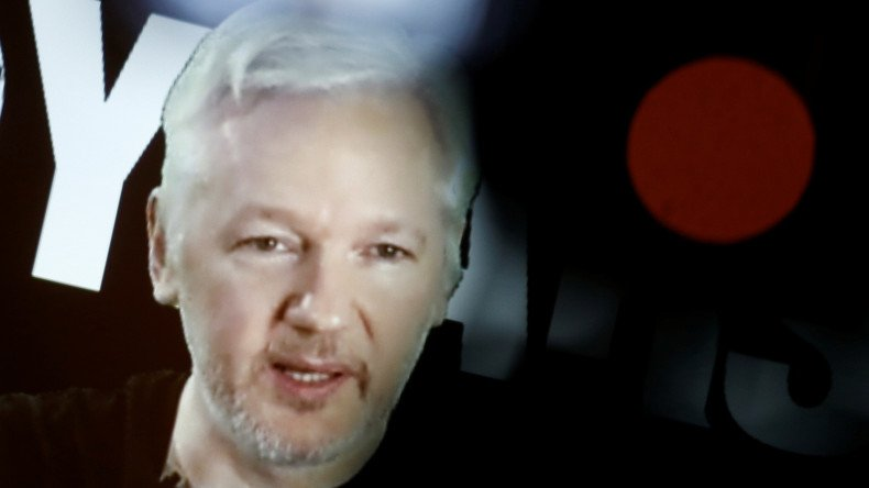 .@wikileaks révèle que #CIA a espionné #Presidentielle2012 #France &quot;cibler des partis politiques pour les infiltrer&quot;  https:// francais.rt.com/france/34096-e spionnage-campagne-presidentielle-francaise-2012-wikileaks-publie-ordre-cia &nbsp; … <br>http://pic.twitter.com/C4KC3lodIe