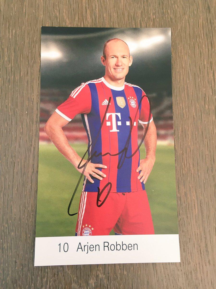 RT to win this signed @ArjenRobben photo!   #MiaSanMia https://t.co/eT...