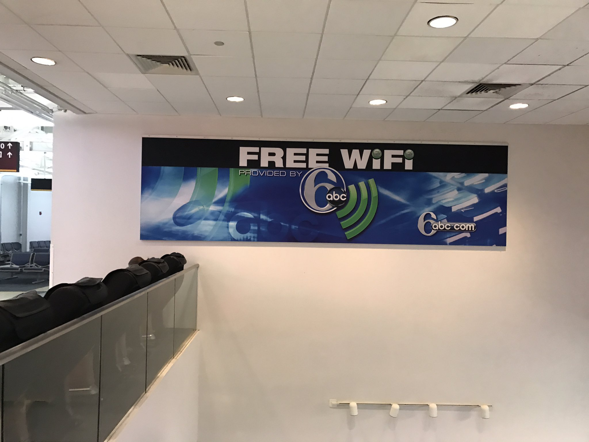 Woo-hoo! Free wifi at the airport thanks to @6abc , now I can get my twittering on ! https://t.co/ohHCZwVBOQ