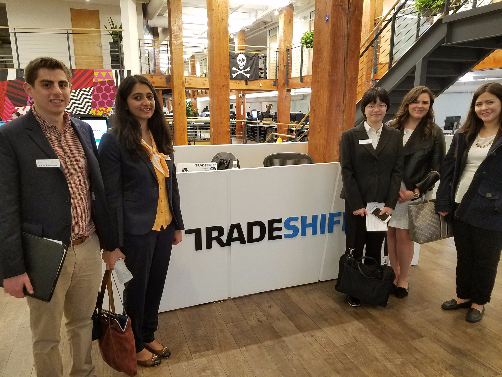 Meanwhile, other students wandered over to @tradeshift for a peek at the private sector. #SanFrancisco https://t.co/4OIrxuXwOl