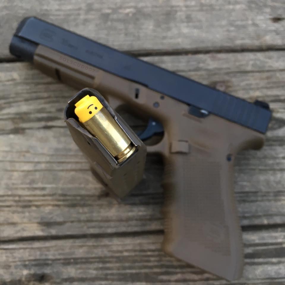「レゴブロックの頭部は.40口径の拳銃に装填できる」という話。上下を逆にすると、ラウンドノーズ弾がホ…