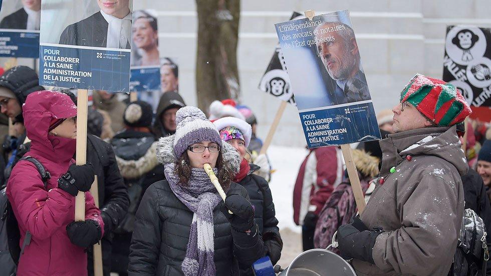 #Quebec offre moins aux juristes qu&#39;au front commun   http:// bit.ly/2kY1bll  &nbsp;   #polqc #assnat #LANEQ<br>http://pic.twitter.com/3xMpYq6Ik0