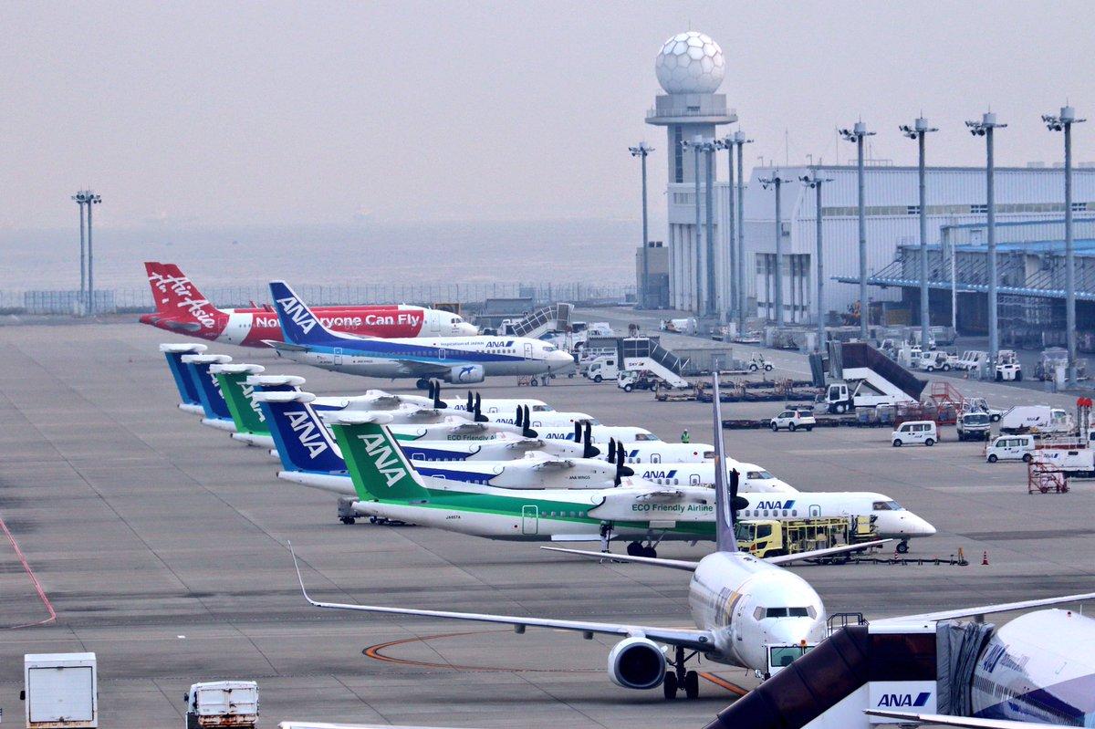 ボンバルディアの並びを後ろから。いい感じの並びです(^^) #セントレア #中部国際空港