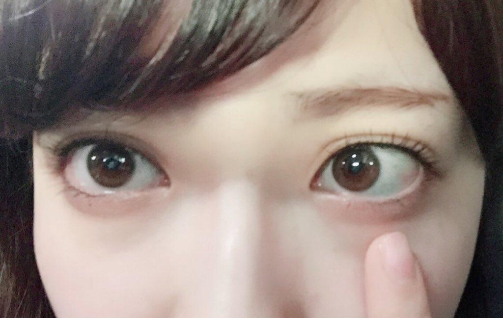 おはよー!  朝起きたら右目の二重幅が おかしくなってた😳😳😳😳  もぉ〜😭💦なんなのぉ。。。  早…