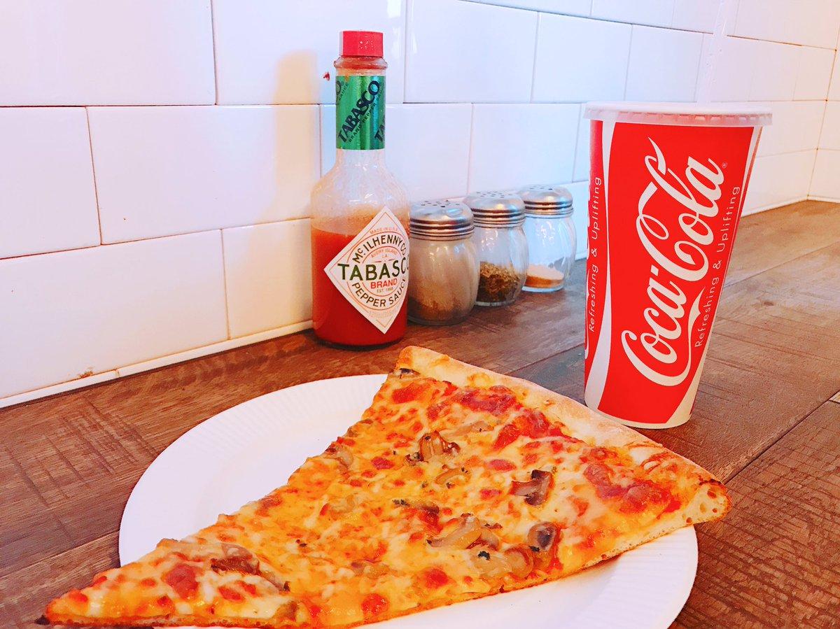 大好きなPIZZA🍕💕 この前食べたばっかりなのにもう食べたい😋 . #pizzaslice #pi…