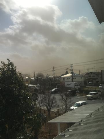 関東南部では強い南風が吹き「砂ぼこり」に注意。外出時はマスクなどの準備を weathernews.j…