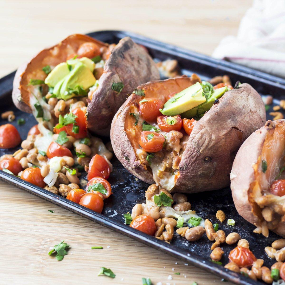 Easy dinner idea: Veggie-Packed Baked Sweet Potato. Go! #healthydinner https://t.co/m2wRmTYULp