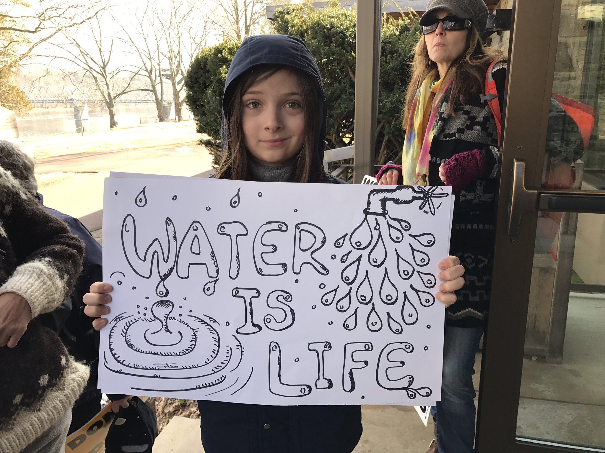 Diego Badalucco, 11, Bordentown, N.J. Is prepared for not-so-silent protest @DRBC1961 @DelRiverkeeper #frack ban #BanFracking https://t.co/RhLEptuV1A