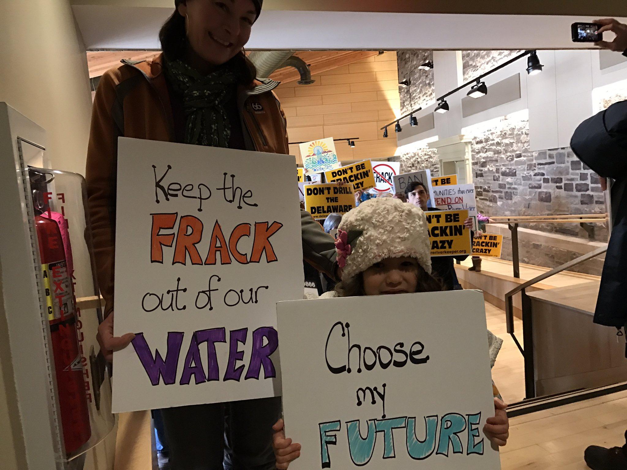 Mom Michelle Obermeierand daughter Sonja Obermeier-Walker, 4, demand @drbc1961 #frack ban with @DelRiverkeeper #banfracking https://t.co/62KzHfx8aY