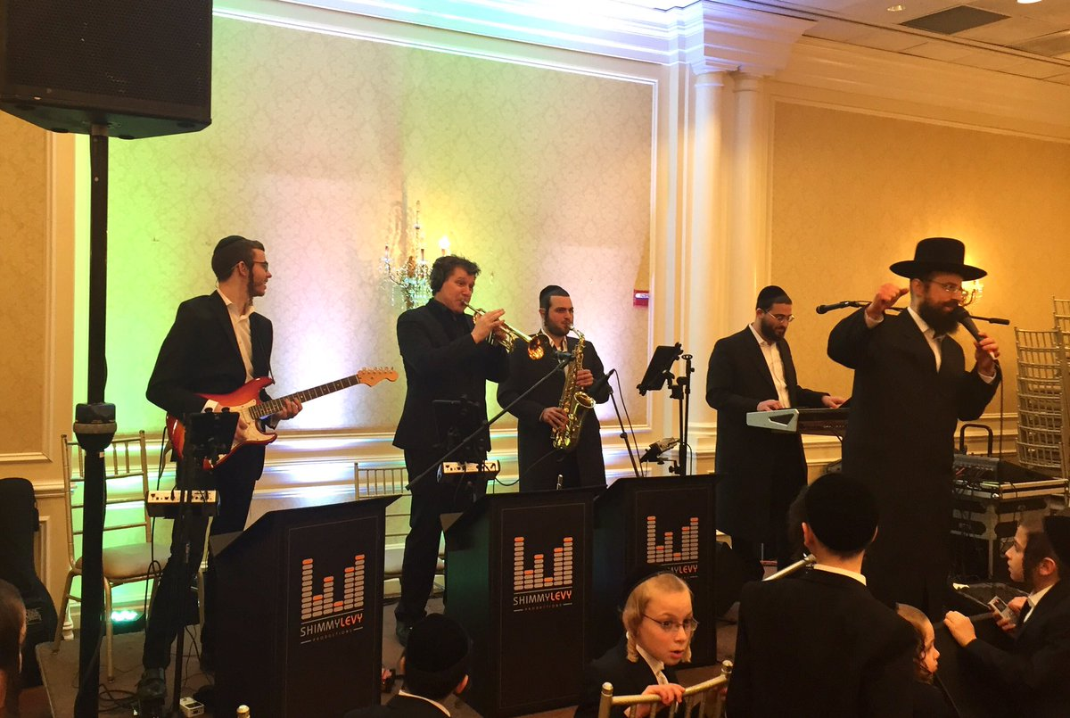 What a great ending to a full week of #Yiddish #Simchas with @Ywerdyger @MoishyGuitar @NewYorkBrass #ShmayaKarpen Sound by @DaveBernath<br>http://pic.twitter.com/iG6JzBPjFl