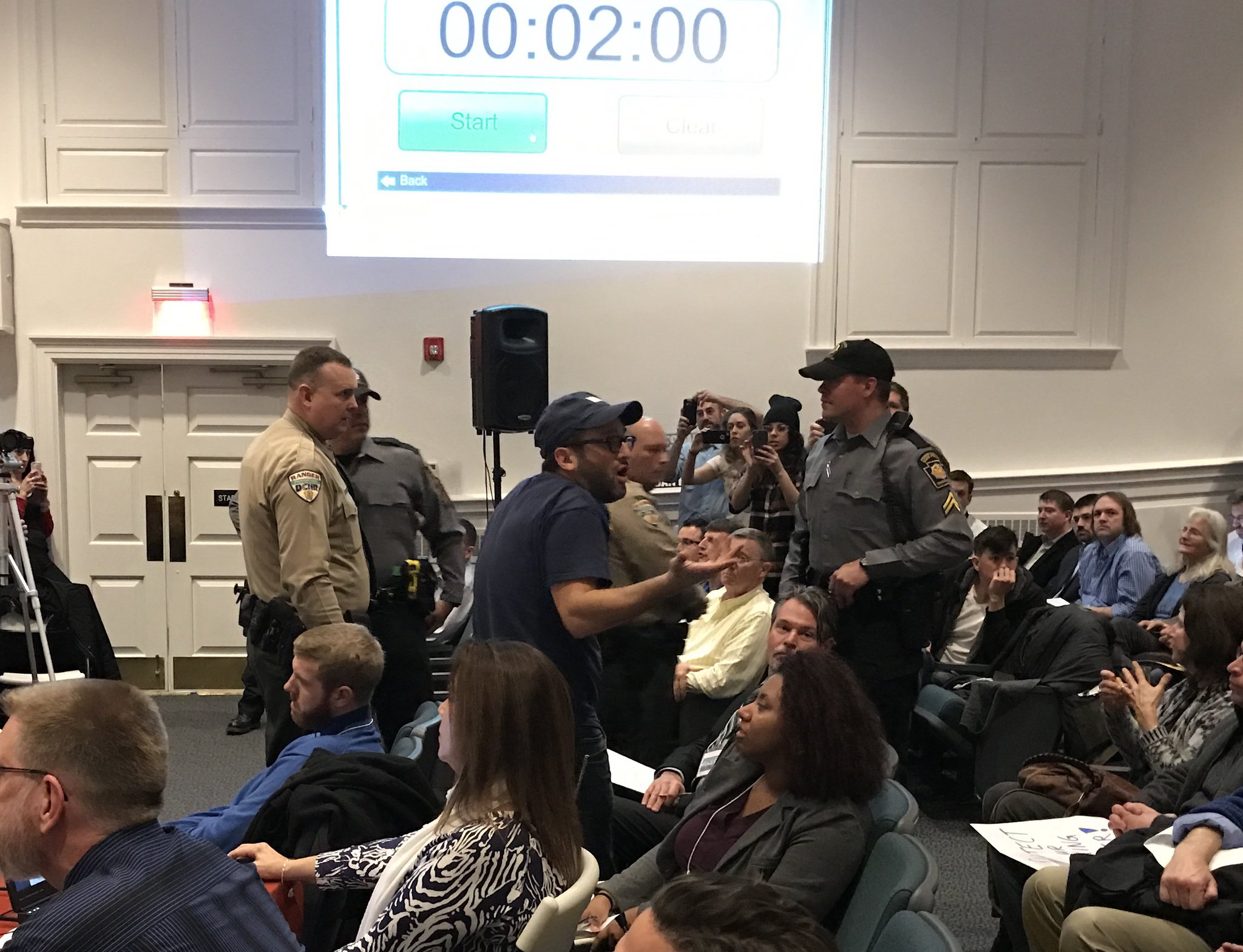 #JoshFox, director film #Gasland, gets some attention from troopers @DRBC1961 due to his complaints about procedure at #banfracking protest. https://t.co/EwTCR3N2Ho