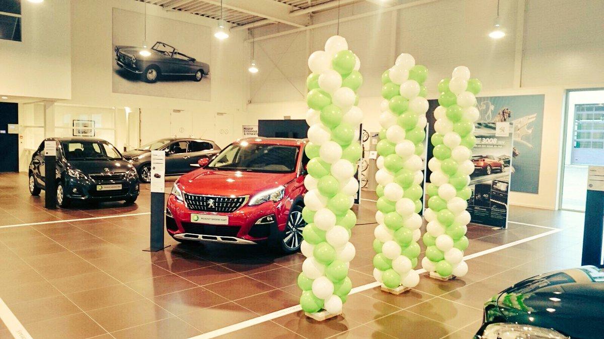 Feestelijke acties bij Peugeot Alphen met ballonpilaren van #partyregelaar