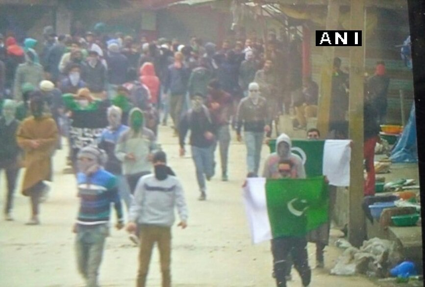 J&K: Stone pelted and Pakistani flags raised near Jamia Masjid after Friday prayers in a protest in Srinagar