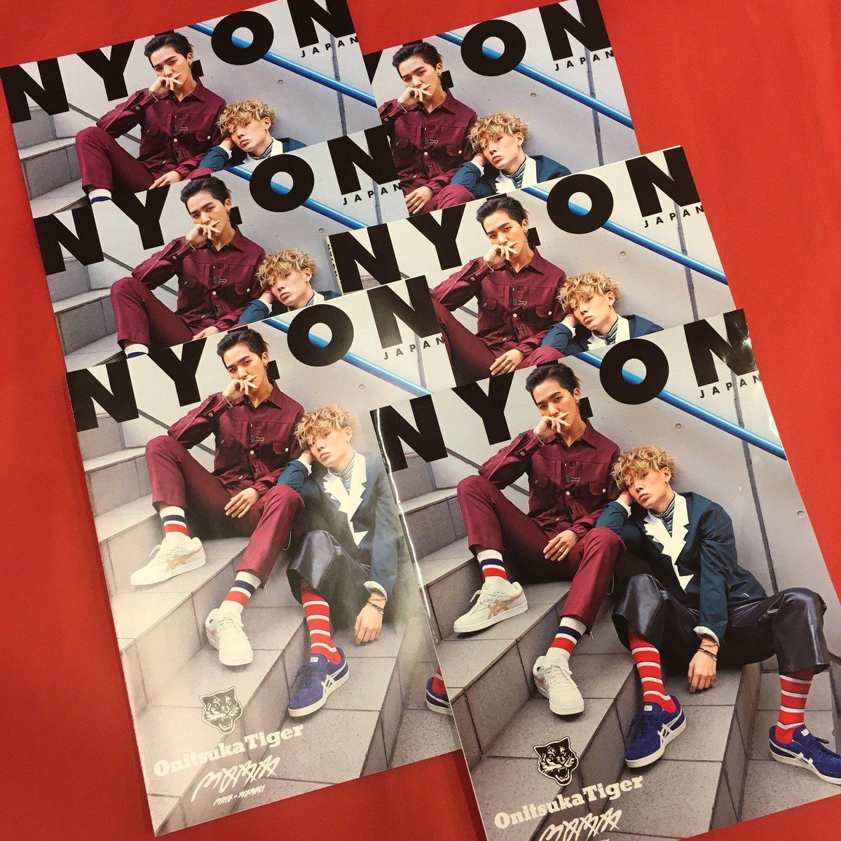 NYLON JAPAN4月号限定版、#MOBB の刷りサンプルが編集部に到着!Onitsuka Ti…