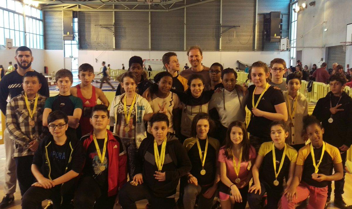 Belle performance des élèves lutteurs #optionSectionLutte aux championnat interacad @unss #lutte. En route pour les championnats de France <br>http://pic.twitter.com/TUaxKjD6KW
