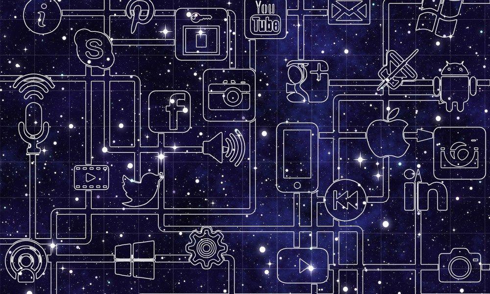 [Nouvel article]  Développer une stratégie social media pour le #ecommerce #ECNTalks by  @AnthonyRochand   http:// bit.ly/2m0Rtw4  &nbsp;  <br>http://pic.twitter.com/wBHBOY1YSH