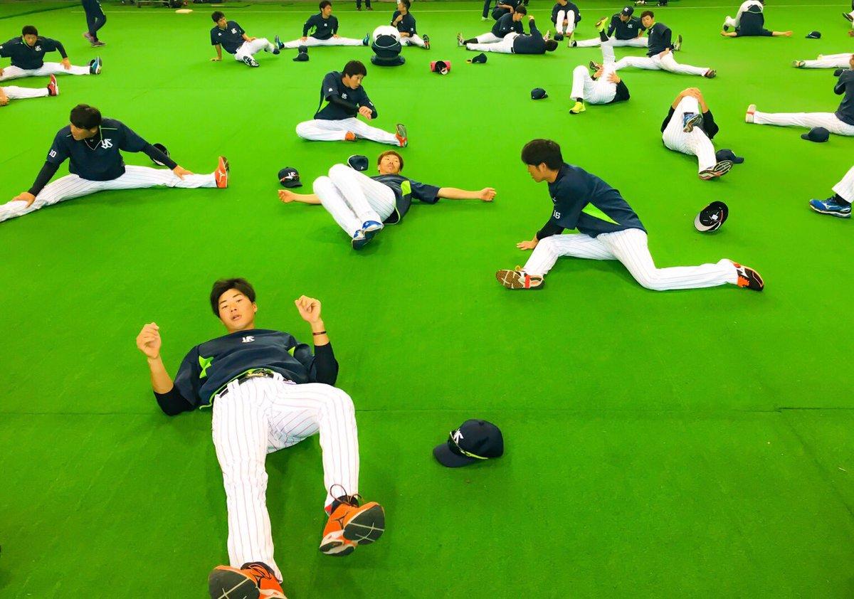 ウォーミングアップ 今日は各自ストレッチでした。 山田選手、どこにいるか分かりますか?