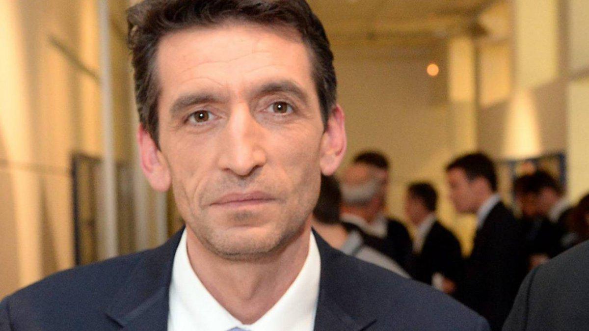 Vannes : l&#39;élu #Frontnational Bertrand Iragne braqué par deux hommes  http:// bit.ly/2kwlWpH  &nbsp;   #faitsdivers <br>http://pic.twitter.com/TZuLa5SHlv