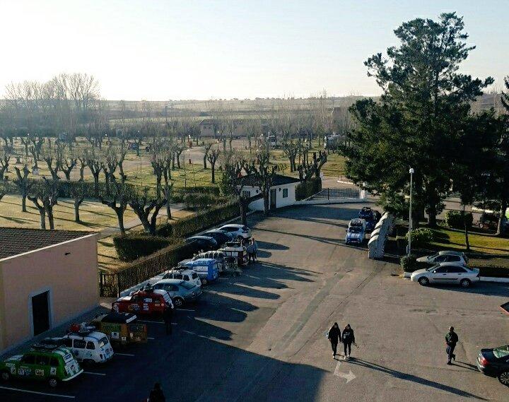 Première nuit du Raid à #Salamanca.  La 4L est bien cachée. Vous la voyez ?  #Soleil  #MaisPasLaPlage<br>http://pic.twitter.com/4Qfg3oLItN