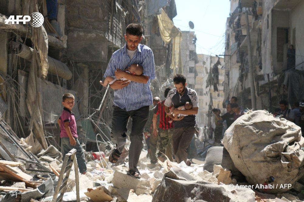 Le reporter-photographe #AFP syrien @AmeerAlhalbi reçoit le 2e prix du concours international @DAYS_JAPAN 2017 #Alep  http:// u.afp.com/4NJp  &nbsp;  <br>http://pic.twitter.com/FyaMruLiNH