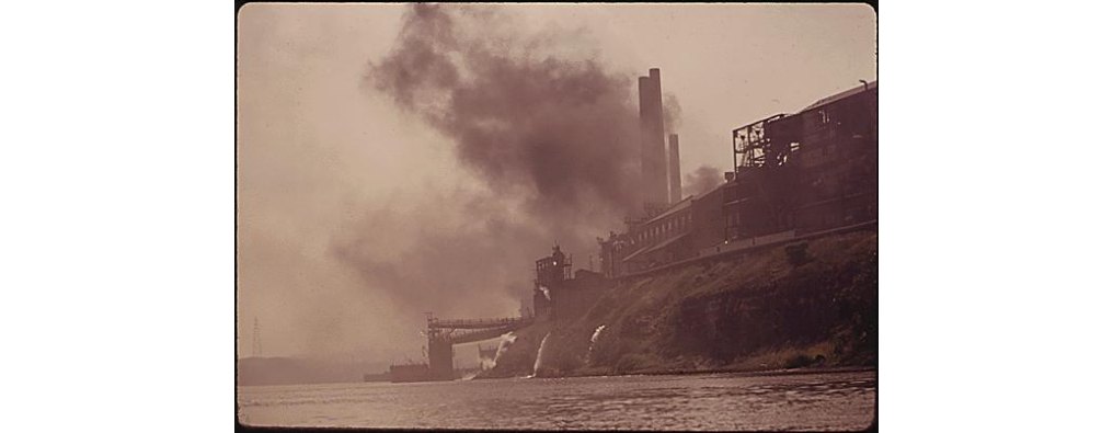 Pollution from a Steel Mill near Pittsburgh. Image from @EPA  's Documerica Series. https://t.co/OhGIDeifM8 #dayoffacts #B4regs https://t.co/9RYPkGzaU2