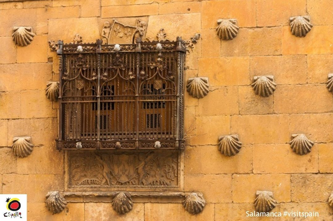 A shell-bearing house in the heart of #Salamanca? #VisitSpain #CasaDeLasConchas @turismsalamanca  http:// buff.ly/2lO1kcP  &nbsp;   <br>http://pic.twitter.com/WfKlZi8RiL