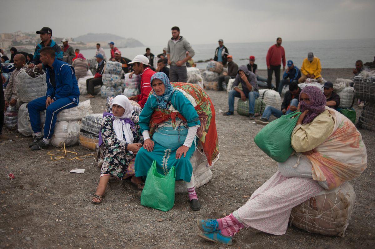 #Maroc #Espagne : des centaines de migrants forcent la frontière  http:// sur.laprovence.com/b5L4-Sa4R  &nbsp;   #Monde <br>http://pic.twitter.com/rr50rw6I7T