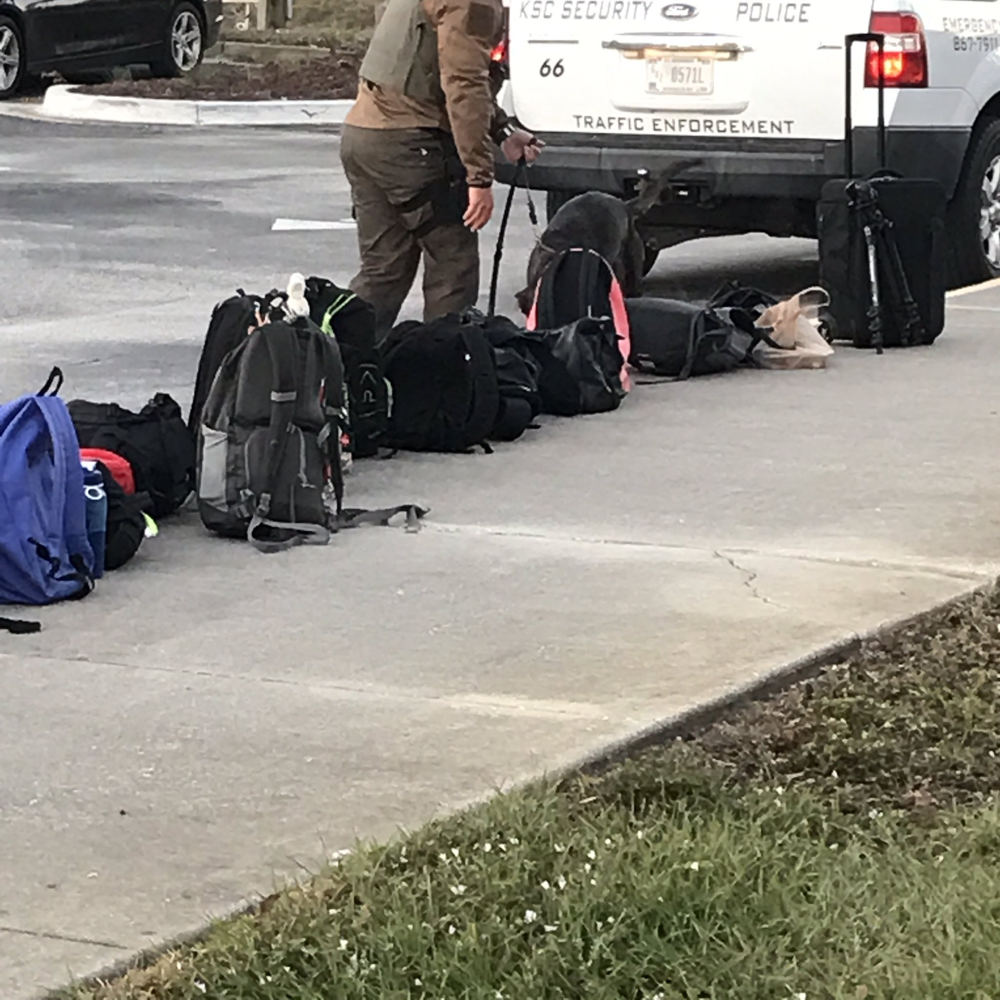Hey LPS students, now a canine unit checks our bags before entering the complex #devilsChat https://t.co/29MaDEWBg8