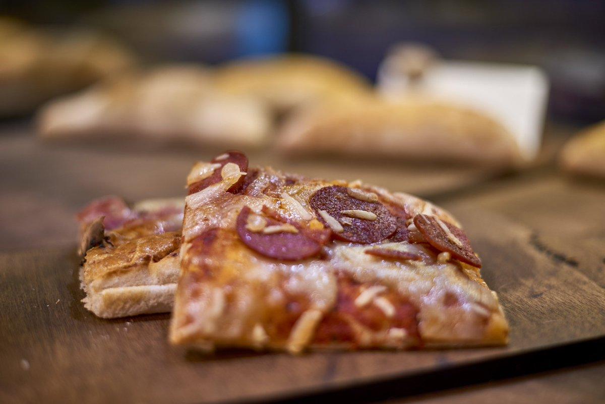 Si un viernes no te das el gustazo de comer bien, ¿cuándo te lo vas a dar? Te esperamos en Recogidas 54 :) 🍕🍕 #Granada #italianfood
