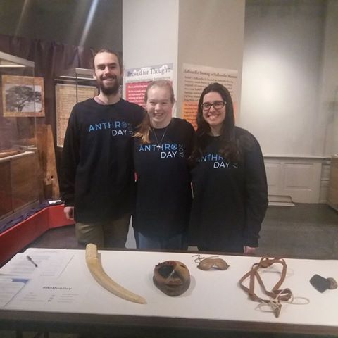 The MUSE student rocking their #AnthroDay shirts! #museumfashion   https://t.co/TCFpBnGcRd https://t.co/eMhSM4h6aT