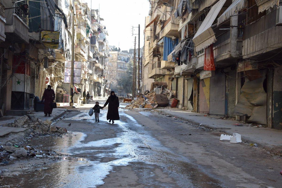 &quot;A #Alep, l'Eglise est devenue comme une association humanitaire&quot;. Entretien avec le père jésuite Ziad Hilal #Syrie  http:// bit.ly/2m2SLa1  &nbsp;  <br>http://pic.twitter.com/9ftnJPHsk4